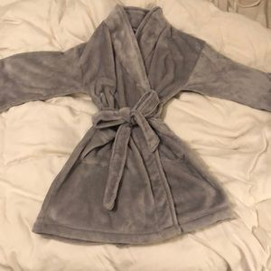 Women's grey comfy Robe, like new.